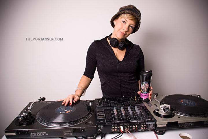 Portrait of DJ Leanne