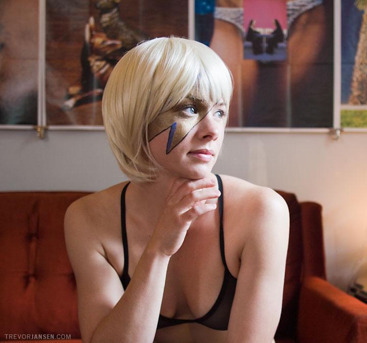 portrait of burlesque performer Sweet Pea Maggie